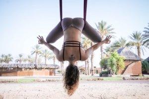 יוגה אווירית בפסטיבל יוגה ערבה
